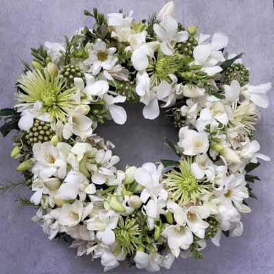 Wreath White and green